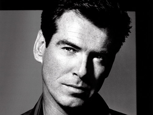 Pierce Brosnan Обои probably with a business suit and a portrait entitled Pierce Brosnan