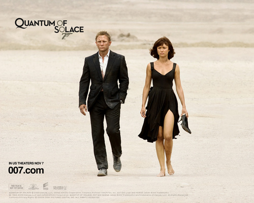 James Bond fond d'écran with a business suit and a well dressed person titled Quantum of Solace
