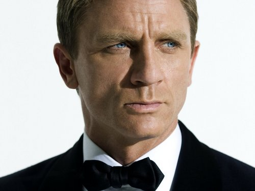 James Bond fond d'écran possibly containing a business suit and a suit titled Quantum of Solace