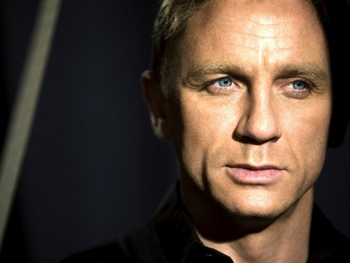 James Bond fond d'écran possibly with a portrait titled Quantum of Solace
