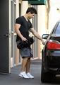 Taylor Lautner Bulks up on New Years Eve - twilight-series photo