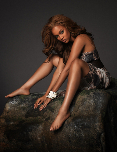 Tyra Banks hình nền entitled Tyra Sexy Photoshoot