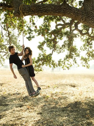 Robert Pattinson & Kristen Stewart wallpaper possibly with a live oak, a mahogany, and a swing called UHQ Outtakes From Vanity Fair With Robert Pattinson & Kristen Stewart