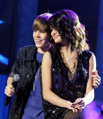 justin and selena Dick Clark's New Year's Rockin' Eve