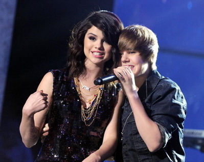 justin and selena gomez <3 Dick Clark&#39;s New Year&#39;s Rockin&#39; Eve