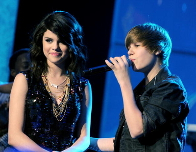 ��� ���� ����� ������� ������ ����� justin-and-selena-gomez-3-Dick-Clark-s-New-Year-s-Rockin-Eve-justin-bieber-9695126-400-311.jpg