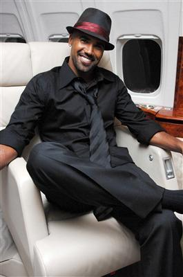 Shemar Moore wolpeyper with a business suit titled shemar's mga litrato