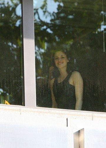 3 new pictures of Kristen from the hotel in Spain
