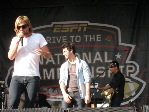 BCS Tailgate ipakita with Switchfoot (Joe). 7.01.10.
