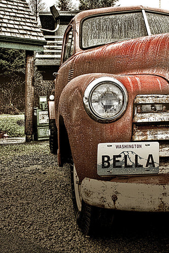 Twilight-Serie Hintergrund probably with a sedan titled Bella's truck - Fan art