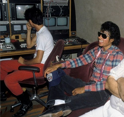 Captain Eo achtergrond probably containing sunglasses titled Captain Eo