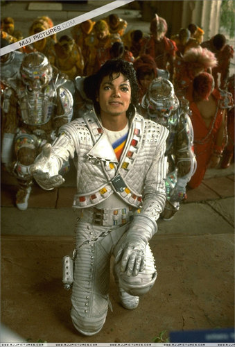 Captain Eo achtergrond containing a green beret, baret called Captain eo