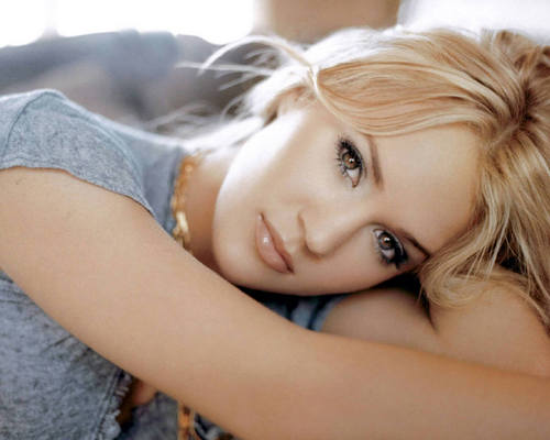 Carrie Underwood wallpaper probably with skin and a portrait entitled Carrie Pretty Wallpaper