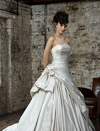 Ian Stuart গাউন, gown from banner