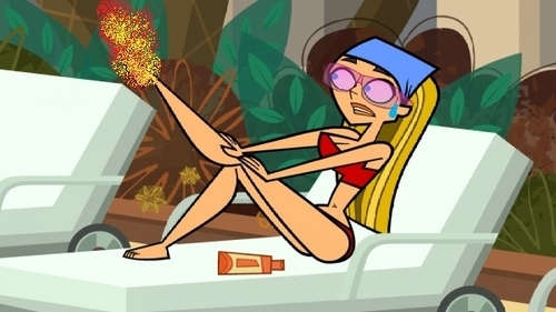 Total Drama Island kertas dinding probably with Anime entitled LINDSAY'S FOOT IS ON FIRE!