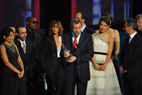 Look at how Lisa is looking at him in this pic!!! PCA 2010Hugh winning