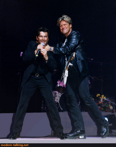Modern Talking achtergrond with a concert and a guitarist entitled Modern Talking