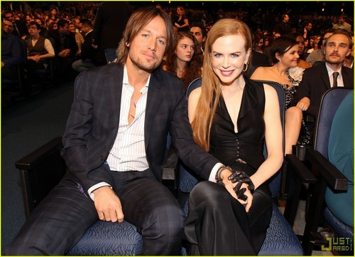Nicole @ 2010 People's Choice Awards