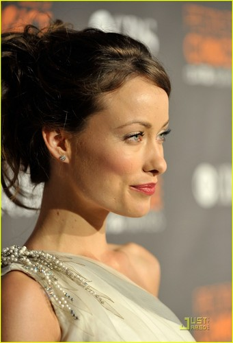 Olivia Wilde: People's Choice Awards 2010 Red Carpet