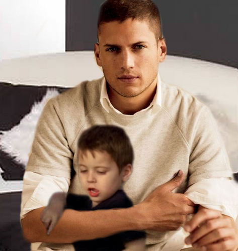 Prison Break - Michael Scofield cuddles with his son MJ