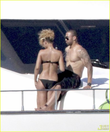 Rihanna with Matt Kemp on a barca