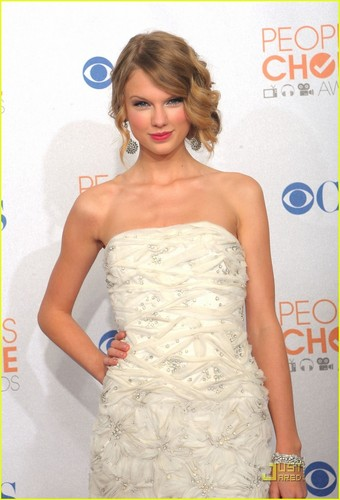 Taylor @ 2010 People's Choice Awards