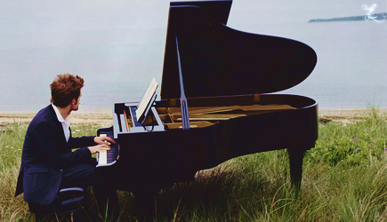 Robert Pattinson wallpaper with a grand piano, a concert grand, and a baby grand titled VF