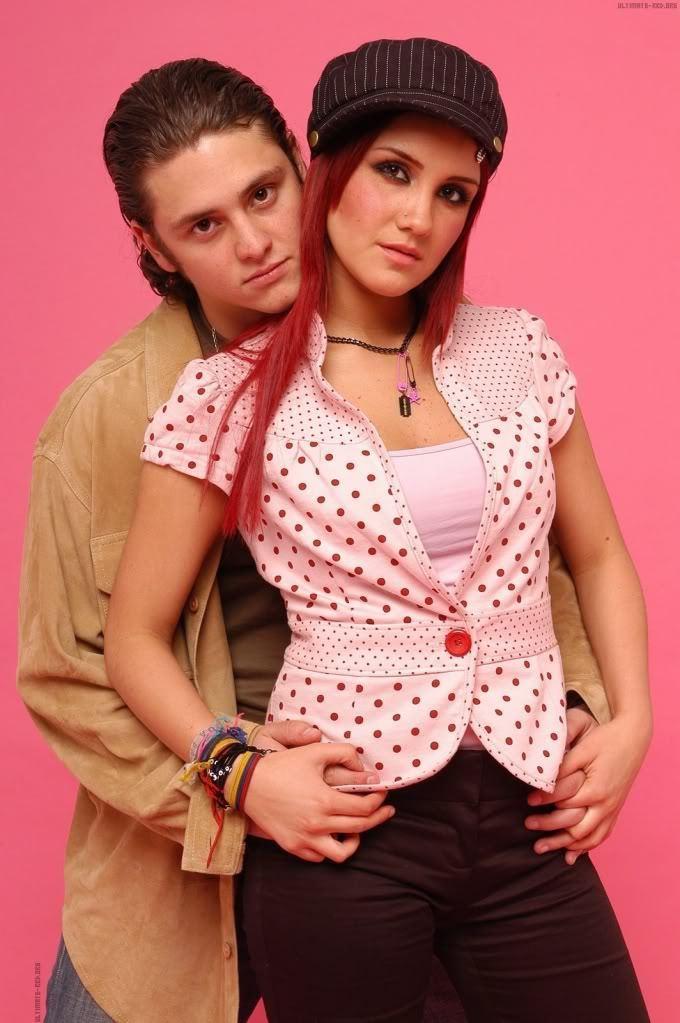 images2.fanpop.com/image/photos/9700000/dulce-maria-chris-dulce-maria-and-christopher-9757627-680-1023.jpg