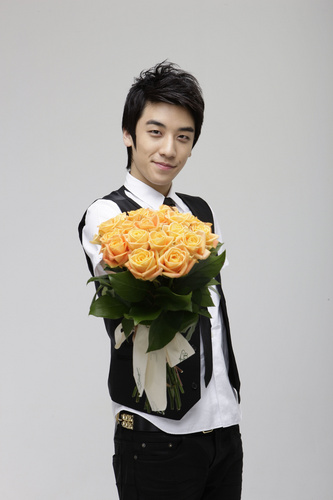 Big Bang wallpaper probably containing a bouquet and a bridesmaid titled Bigbang;seung ri