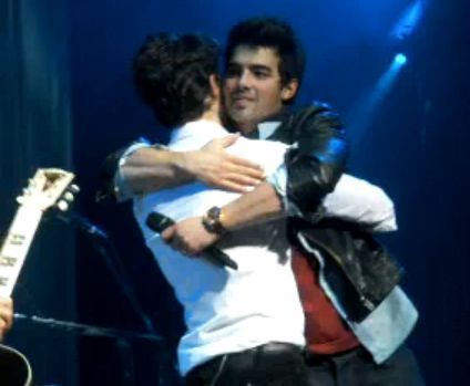 Brotherly love. NJ&TA Tour. Special guest : Kevin & Joe. After Please be mine. 8.01.10.