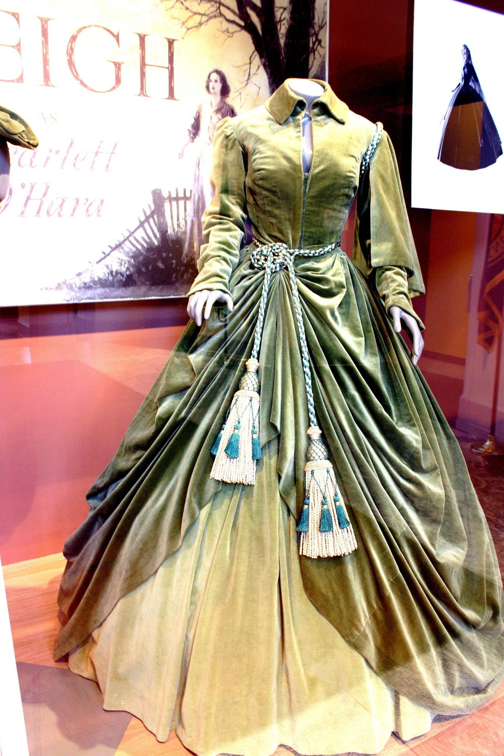 Curtain 袍, 礼服