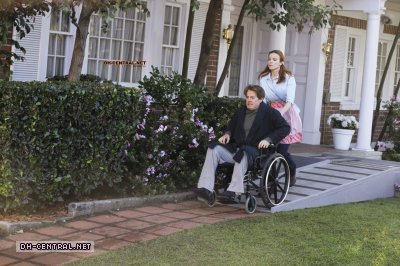 http://images2.fanpop.com/image/photos/9800000/Desperate-Housewives-How-about-a-friendly-shrink-stills-desperate-housewives-9805901-400-266.jpg