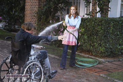 http://images2.fanpop.com/image/photos/9800000/Desperate-Housewives-How-about-a-friendly-shrink-stills-desperate-housewives-9805907-400-266.jpg