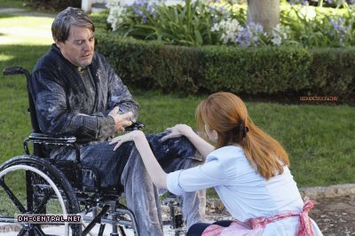 http://images2.fanpop.com/image/photos/9800000/Desperate-Housewives-How-about-a-friendly-shrink-stills-desperate-housewives-9805918-400-266.jpg