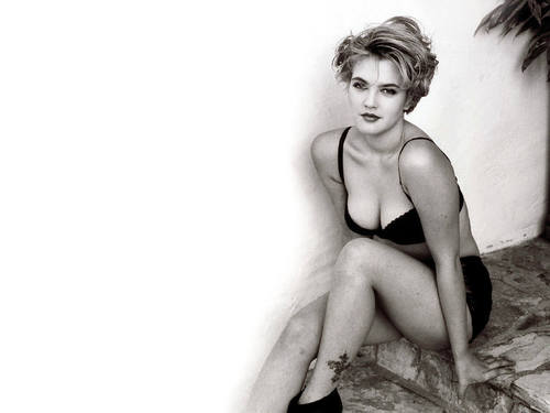 Drew Pretty - drew-barrymore Wallpaper