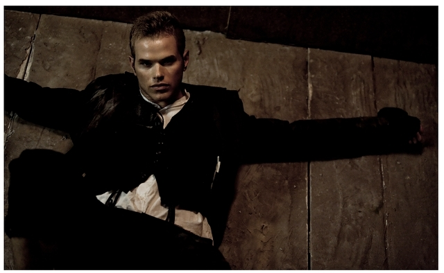 http://images2.fanpop.com/image/photos/9800000/Kellan-Lutz-Photo-shoot-twilight-series-9880349-640-394.jpg
