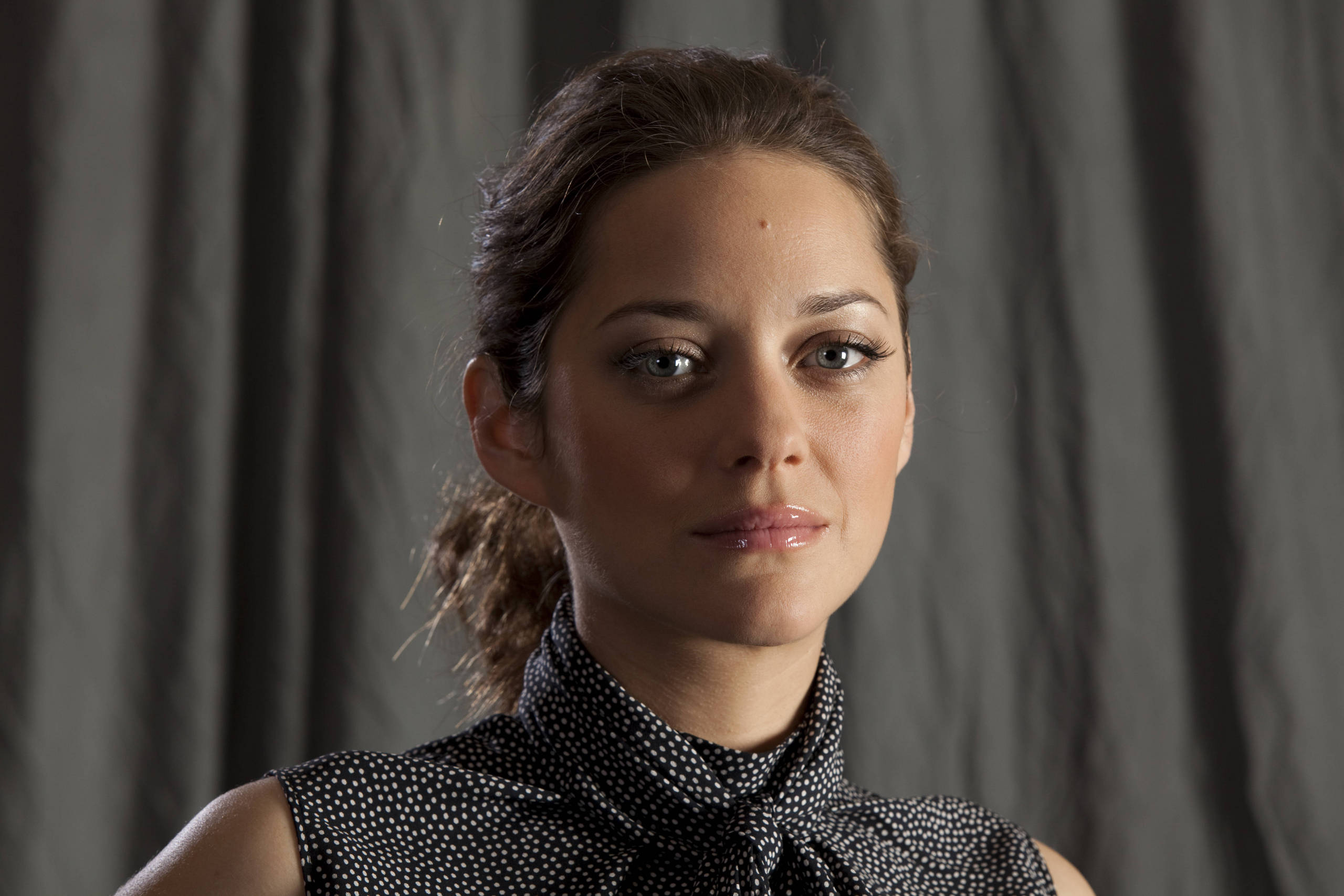 Marion cotillard public enemies promotional photoshoot hq
