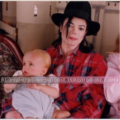 Michael's em bé ;)