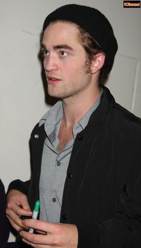 New/Old Pictures of Robert Pattinson from TRL (Nov 4th 2008)