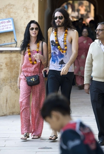 Russell Brand and Katy Perry in India (Dec 30th)