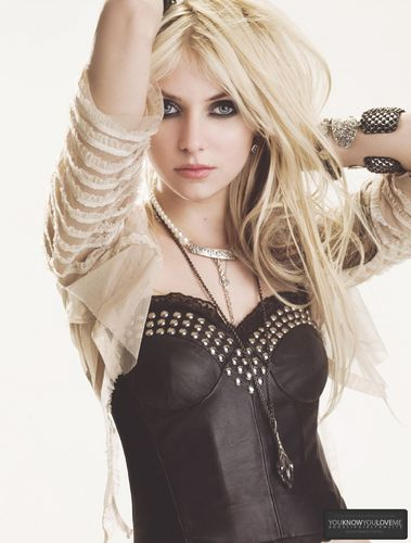 Taylor Momsen wallpaper entitled Taylor.