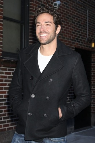 Zachary Levi @ The Late onyesha with David Letterman (05/01/10)