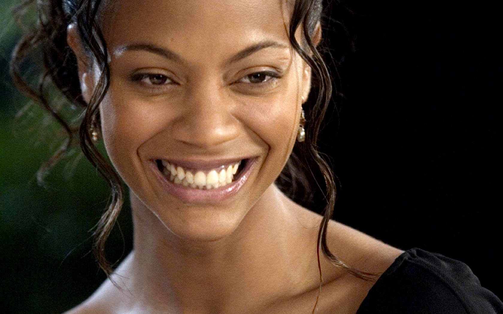 Zoe saldana zoe saldana widescreen wallpaper