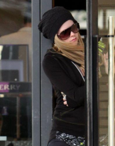 paparazzi photoz from Avril