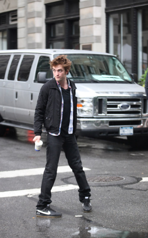 Robert Pattinson - Long, Lean and Adorkably Wonky!