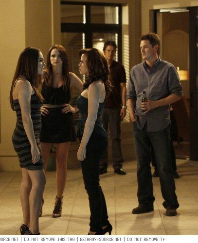 7x14- Family Affair Quinn/Haley/Taylor Stills