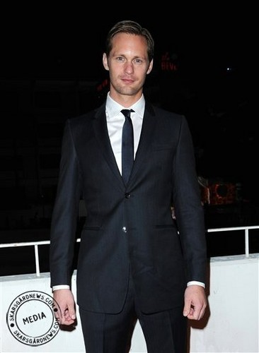 Alexander Skarsgård fondo de pantalla called Alex At The Art of Elysium's 3rd Annual Black Tie Charity Gala