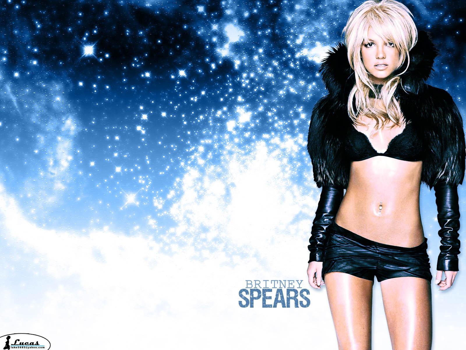 Britney Pretty karatasi la kupamba ukuta
