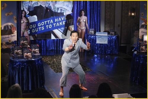 замок - Episode 2.13 - Sucker перфоратор, удар, пунш - Promotional фото