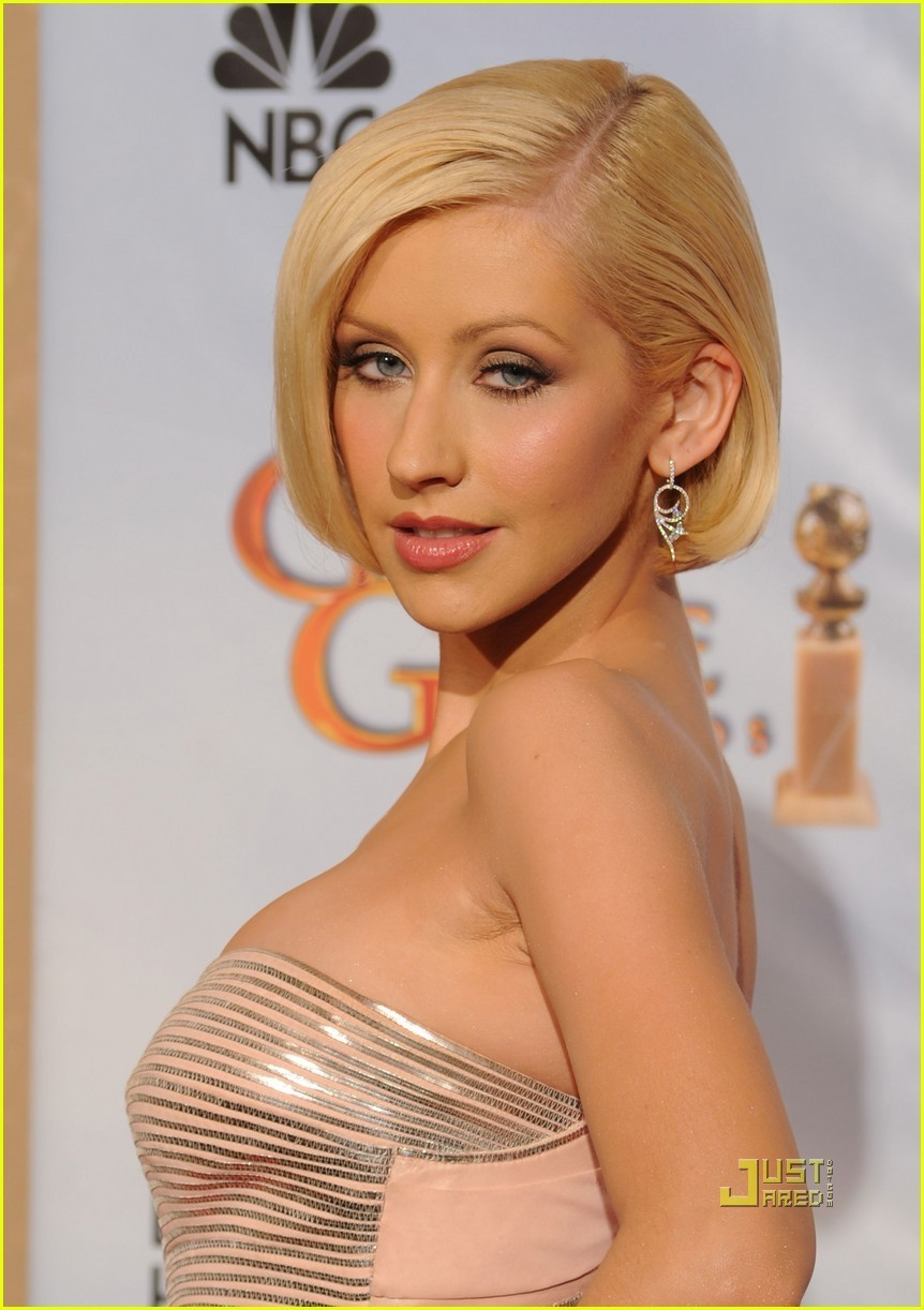 http://images2.fanpop.com/image/photos/9900000/Christina-2010-Golden-Globe-Awards-christina-aguilera-9967516-862-1222.jpg